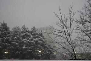 雪の積もる四ツ谷駅(赤坂口)
