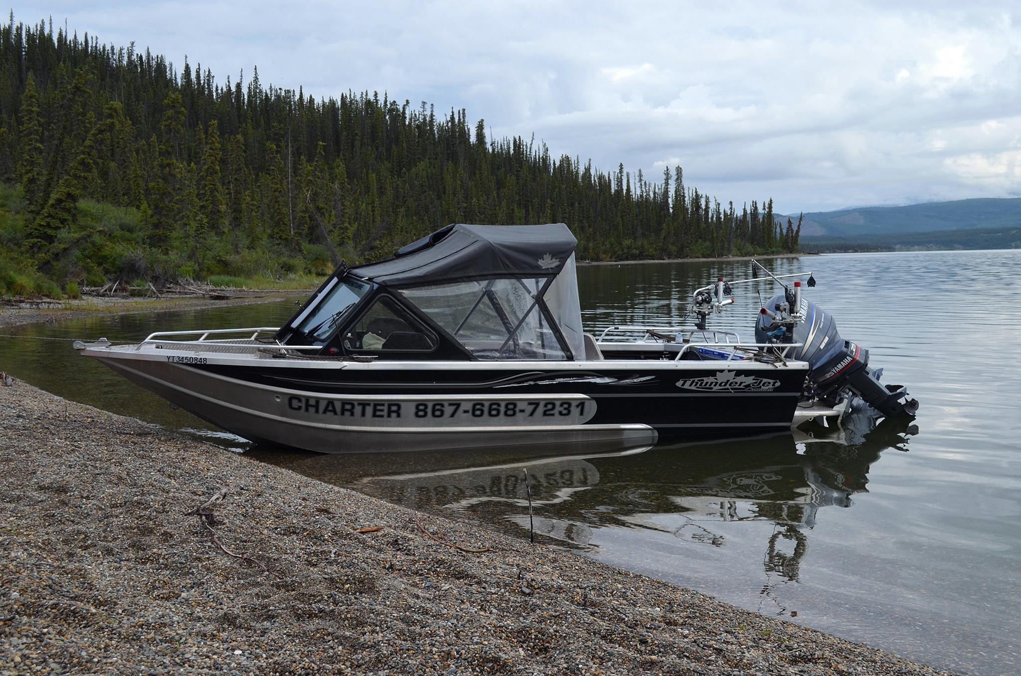 bâteau Yukon Fishing Adventure