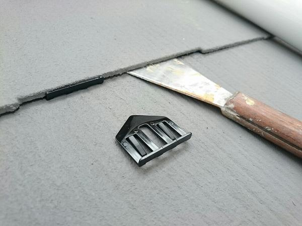 カラーベストの屋根塗装の時にタスペーサーが必要なワケ