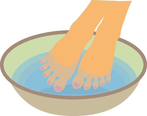 足を水につける