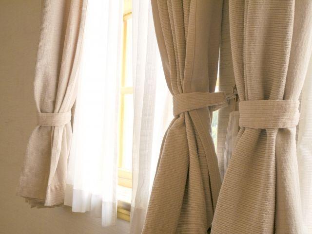 短いカーテン