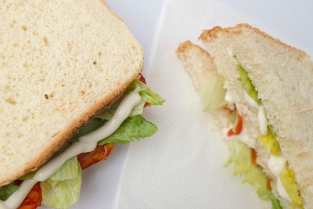 野菜の多いサンドイッチ