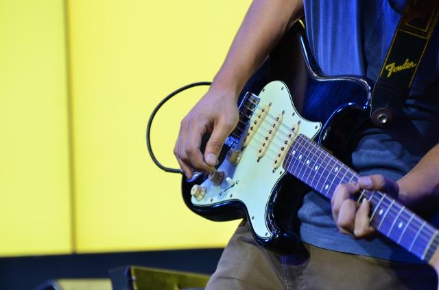 バンドでギターを担当