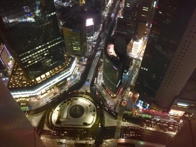 エレベーターから夜景を見る