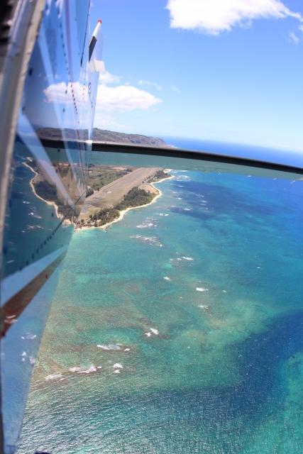 パラシュートが海に落ちる