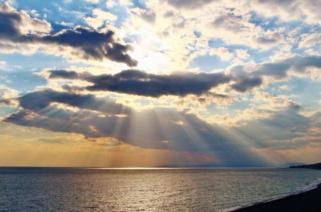 雲がかかる夕焼け