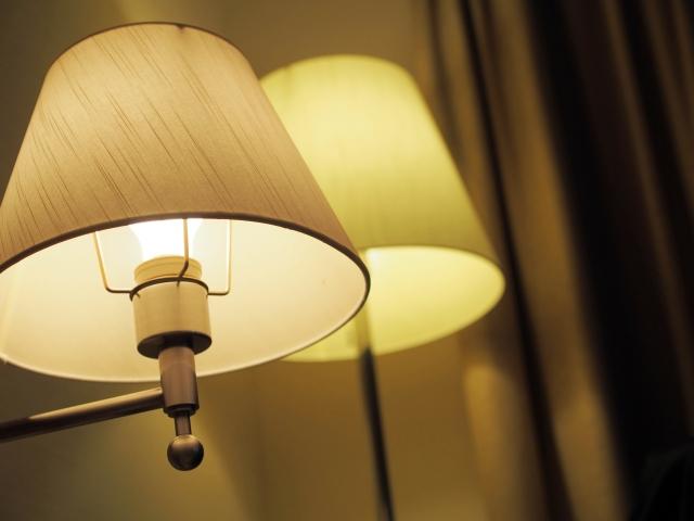 電球交換で電球が明るく灯る