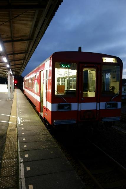 電車が発車する