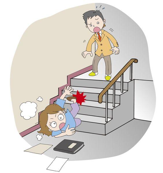 階段の上から落ちる
