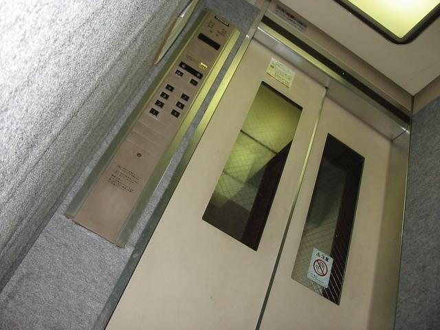 エレベーターが上がる