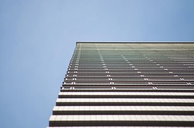 高層ビルのエレベーター