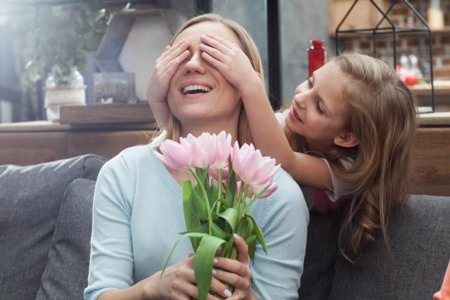 綺麗な花束をもらう