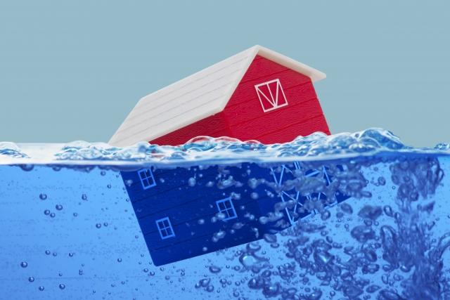 洪水で家が流される