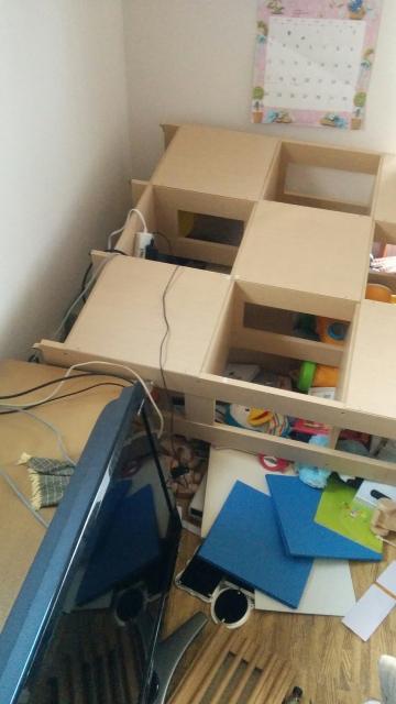 本棚が倒れる