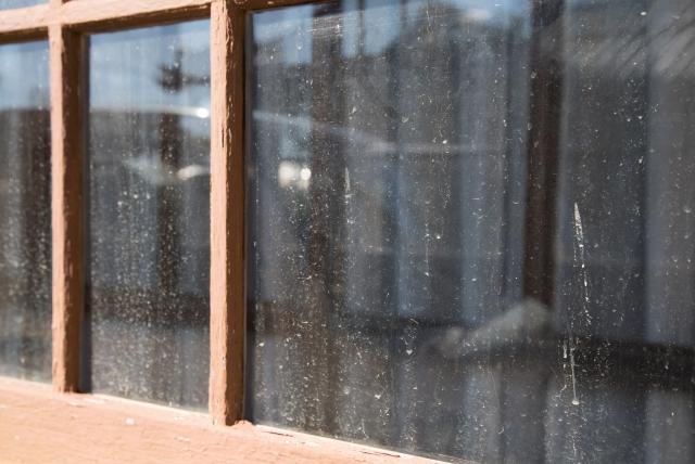窓が汚れている