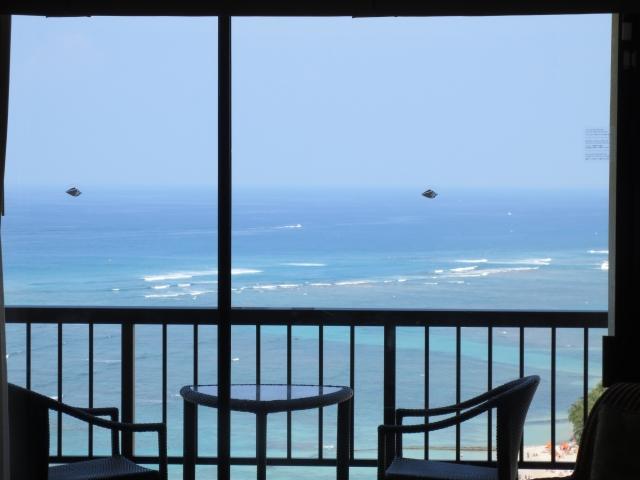 窓から海が見える