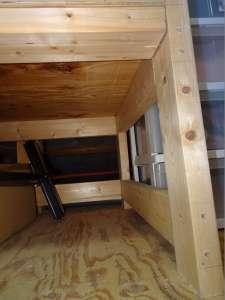 棚を内側からみる下段
