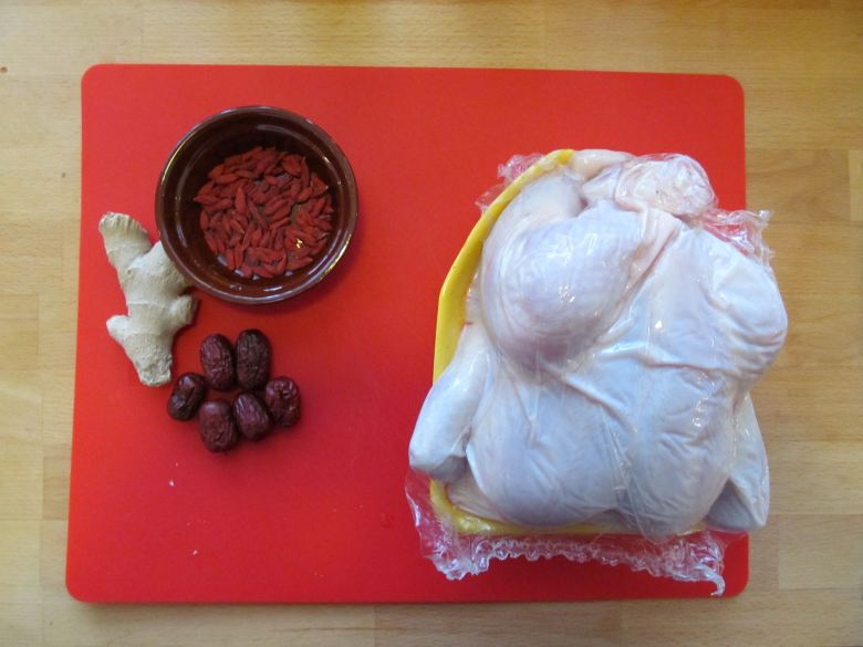 Chicken with goji berries and dates