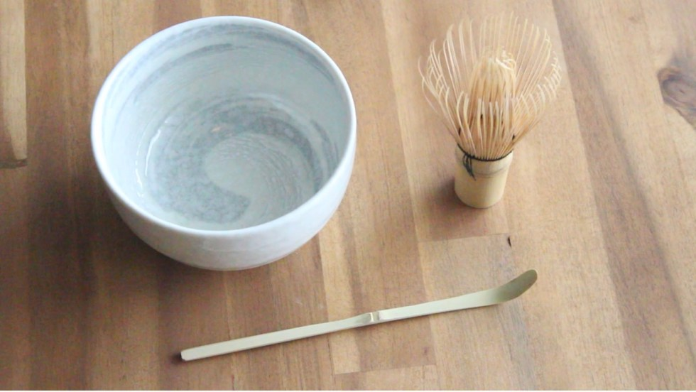 Matcha-ceremonial-bow-and-bamboo-whisk