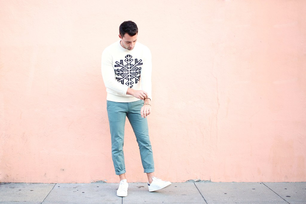 Chris, of Yummertime, wearing a Gap men's graphic winter sweater