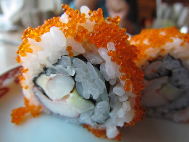 California roll with prawn & flying fish roe