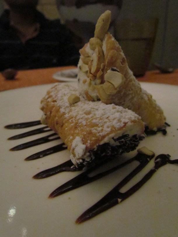 Cannoli alla Siciliana con ricotta mascarpone e scaglie di cioccolato