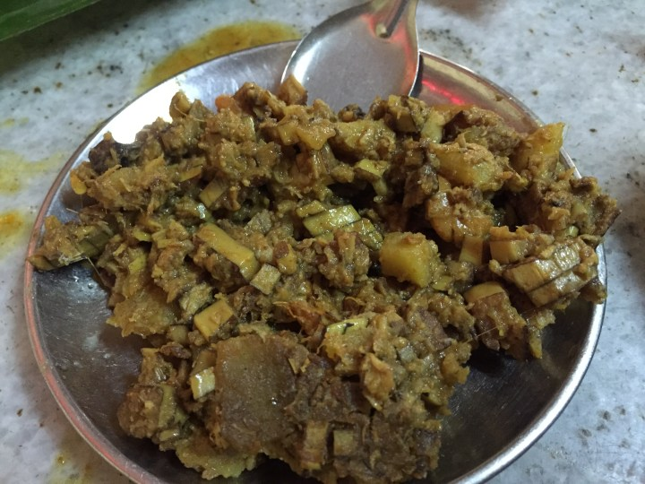 Mochar ghonto with chingri