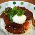 ヤミーチキンのスウィートチリパクチー丼