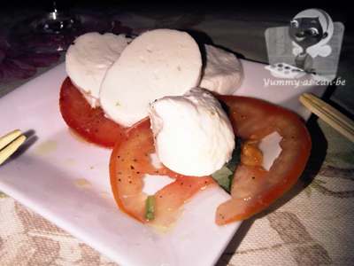 tomato and mozarella with pesto sauce salad_1