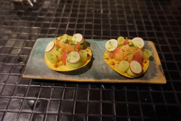 Restaurante Hoja Santa Tostada de maíz de Aguachile marinado