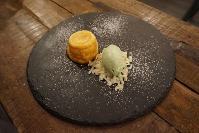 tips restaurant Coulant de Chocolate Blanco con Miel Relleno de Queso de Cabra.
