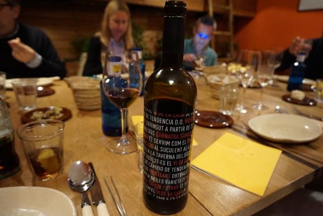 4 amb 5 Mujades vino tinto