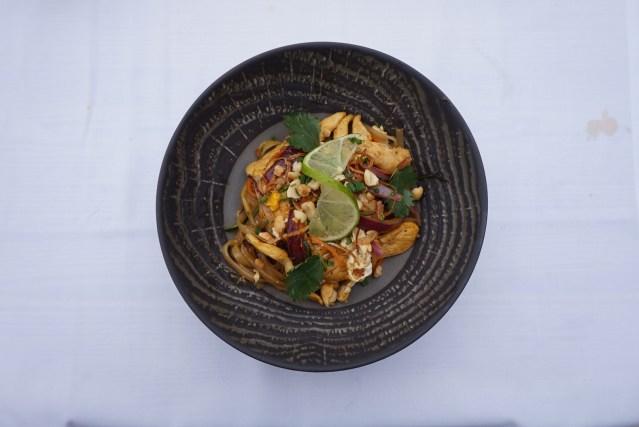 pacha restaurante barcelona chicken pad thai
