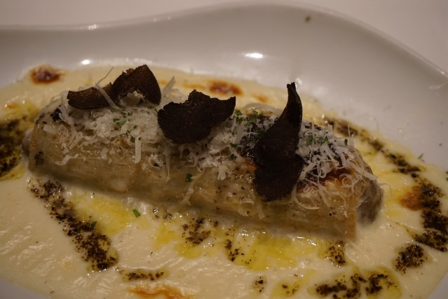 Canelón de Pato asado, Setas y Foie La Taverna del Clínic