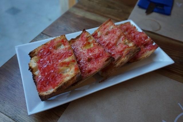 el catala restaurant pan de coca con tomate