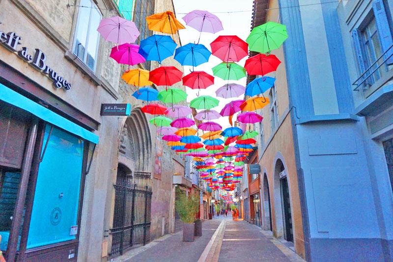 Decoración en la Rue Georges Clemenceau de Carcassonne.
