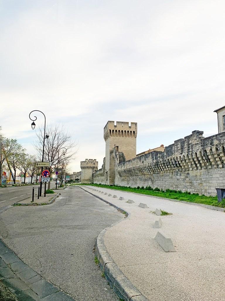 sur de francia Muralla de la ciudad medieval de Aviñón.