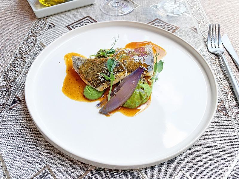 chef a domicilio en barcelona Dorada fresca a la plancha con puré de brócoli