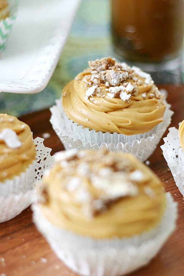 White-chocolate-alfajor-cupcakes