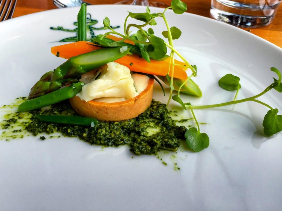 Vegetable tartlet with morel cream and asparagus caviar at Meripaviljonki Ravintola Restaurant
