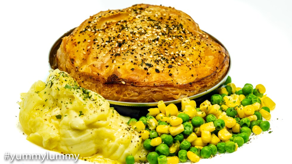 Fray Bentos Steak and Kidney Pie with mashed potatoes ...