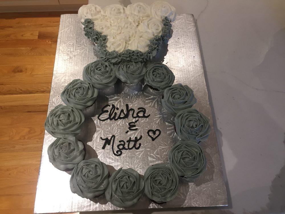 Ring cupcake cake