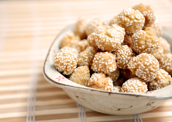 Chinese Sesame Cookie Balls - A traditional Chinese New Year treat, it symbolizes smile and happiness. Deep fried to golden perfection, they are crunchy and delicious!