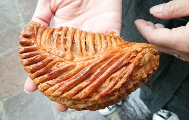 The breakfast staple, chausson aux pommes. It was pretty and the pastry was perfectly executed.