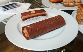 Chocolate entremet by Pierre Herme and an eclair encased in chocolate by La Patisserie des Reves. The chocolate cake was quite delicious, had good texture and a creamy chocolate cream. I personally found the eclair a bit too sweet, probably because of the chocolate shell.