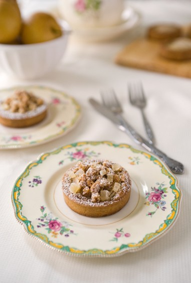 Browned Butter Pear Tart with Struesel