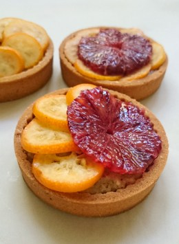 Arrange the fruit on top of the hazelnut filling
