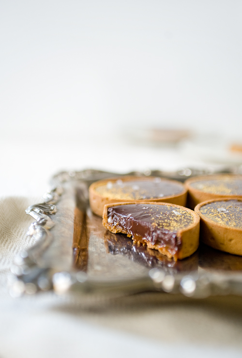 CaramelChocolateTartCut