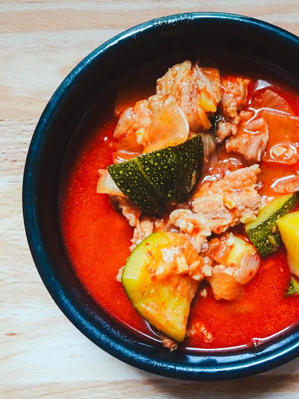 Recette coréenne de soupe épicée au porc, le Gochujangjjigae