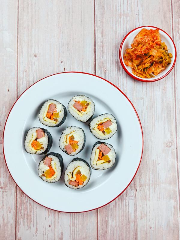 Kimbap coréen avec du kimchi